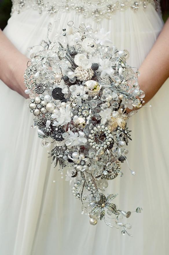 Vintage Jewellery Wedding Bouquets : Vintage jewellery bouquet the merry bride