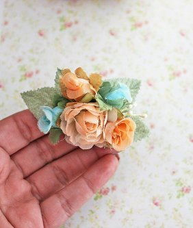 Flower girl hairclip, by rosesandlemons on etsy.com