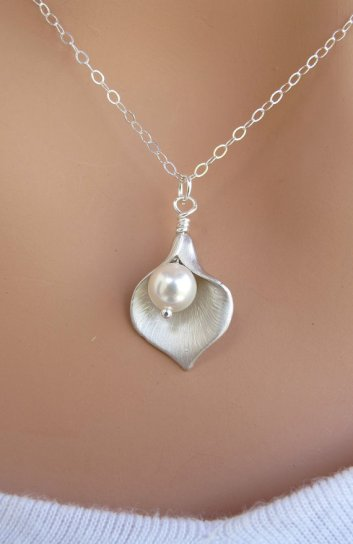 Calla lily necklace, by RoyalGoldGifts on etsy.com