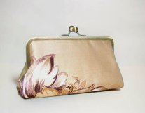 Clutch purse, by ellenVintage on etsy.com