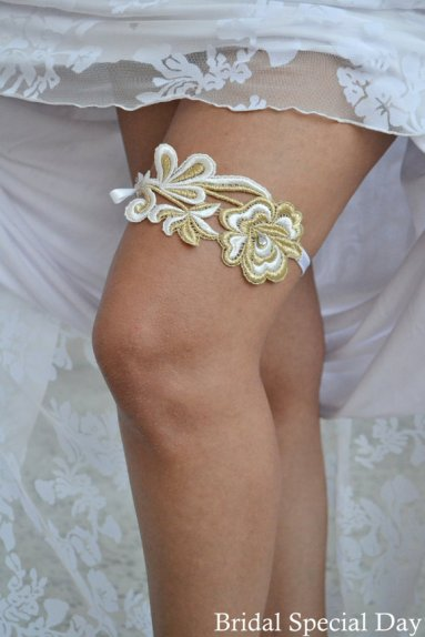 Garter, by BridalSpecialDay on etsy.com