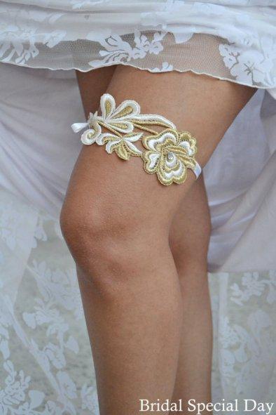 Garter, by BridalSpecialDay on etsy.com
