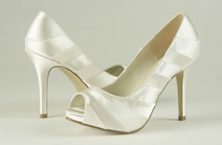 Pretty shoes, from fairytalebridal.co.nz