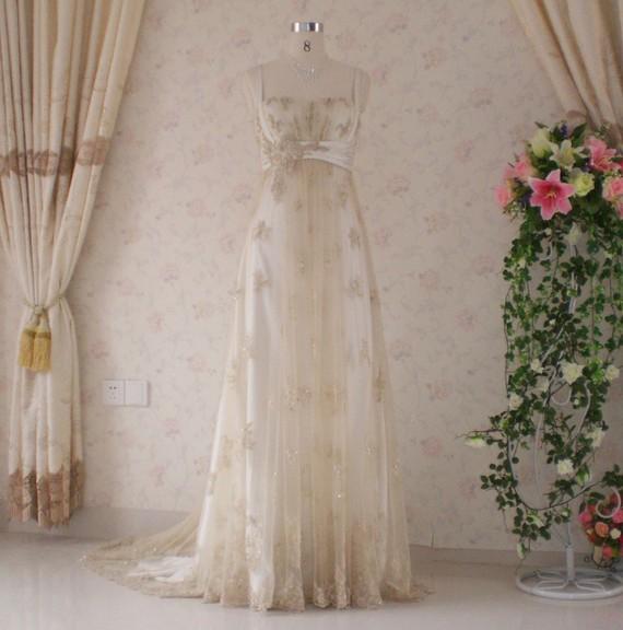 White Wedding Dress Gold Jewelry: Black, White And Antique-gold Wedding Inspiration