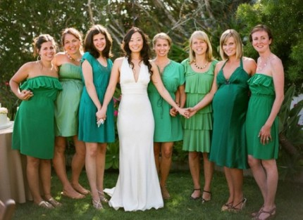 Bridesmaids in shades of emerald