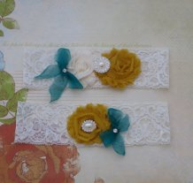 Garters, by ThreeSunbeams on etsy.com
