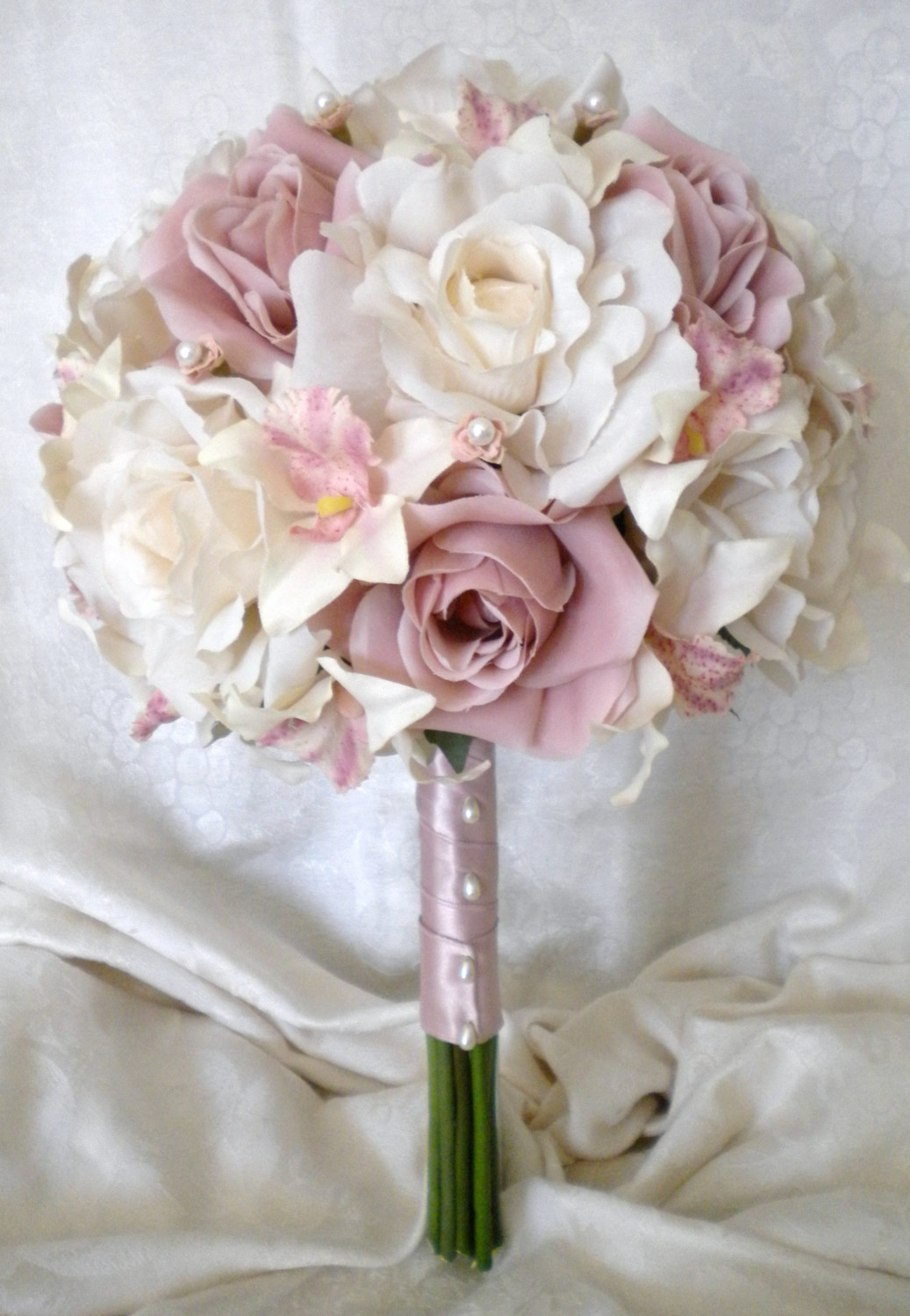 Mauve and ivory wedding inspiration the merry bride for Wedding flowers ideas pictures