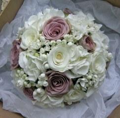 Mauve and ivory bouquet