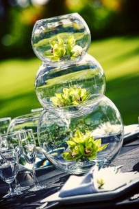 Stacked fish bowls as centrepieces