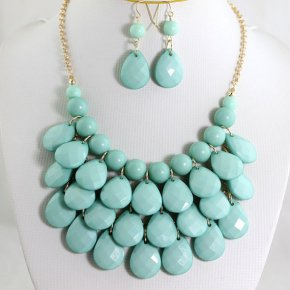 Statement necklace and earrings set, by Emilyjewelry4u on etsy.com