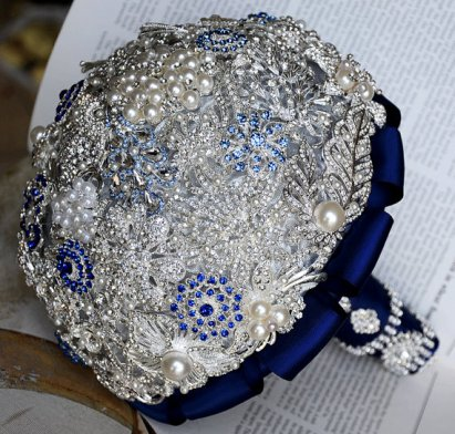 Vintage brooch bouquet, by LXdesigns on etsy.com