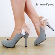 Feather shoe clips, by TheHeadbandShoppe on etsy.com