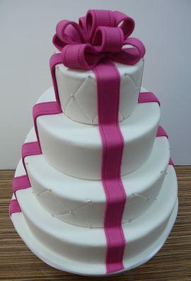 Wedding cake in fuchsia