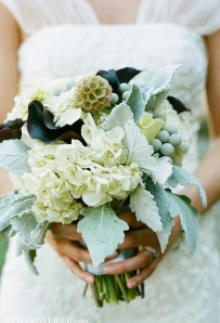 Bouquet idea {via styleunveiled.com}