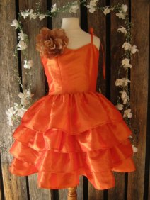 Flower girl dress, by englaCharlottaShop on etsy.com