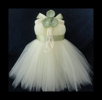 Flower girl tutu dress, by StrawberrieRose on etsy.com