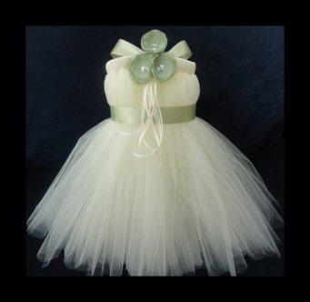 Flower girl tutu dress, by StrawberrieRose on etsy.com