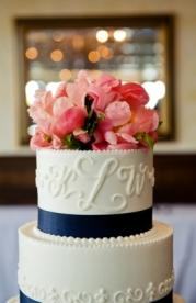 Monogram wedding cake {via lover.ly}