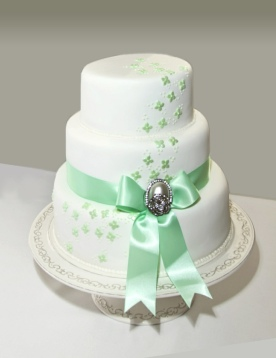 Wedding cake in mint