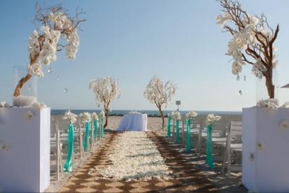 Beach ceremony setting {via weddingwindow.com}
