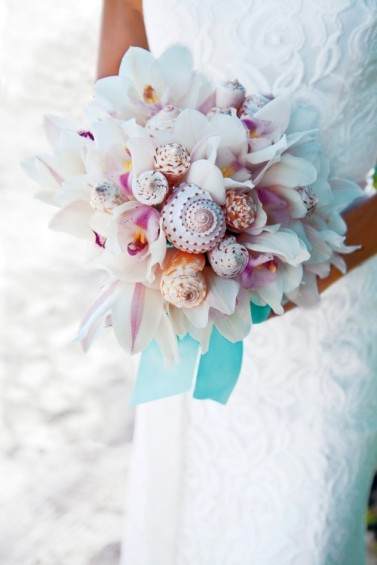 Bouquet inspiration {via weddingomania.com}