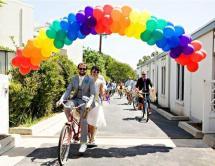 Cute idea for a rainbow wedding {via weddbook.com}