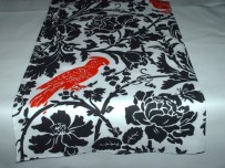 Table runner, by FantasyVintageBridal on etsy.com