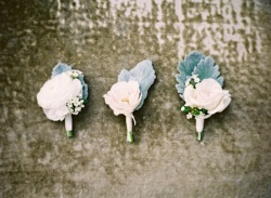 Men's boutonniere inspiration {via perfectlyposhevents.com}