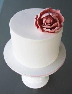 Simple elegant wedding cake {via studiocake.com.au}