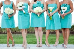 Bridesmaids in aqua {via wedbook.com}