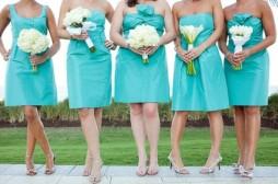 Bridesmaids in aqua {via wedbook.com}