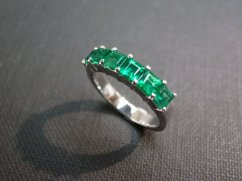 Emerald and white-gold wedding ring, by honngaijewelry on etsy.com