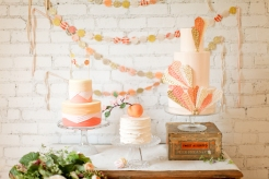 Peaches and cream cake ideas {via thebridesguide.marthastewartweddings.com}