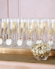 Placecards that come with a glass of bubbly!