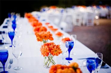Table setting inspiration via altamodabridal.com & Cobalt blue and orange wedding | The Merry Bride