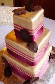 Wedding cake idea {via weddinginspirationsbykate.blogspot.com}