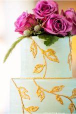Wedding cake inspiration {via styleunveiled.com}