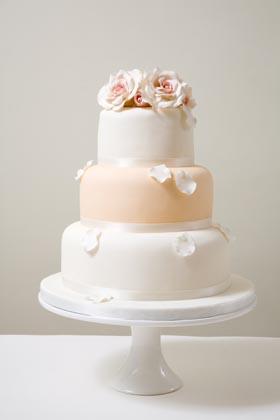 Wedding cake inspiration {via weddinggirl.ca}