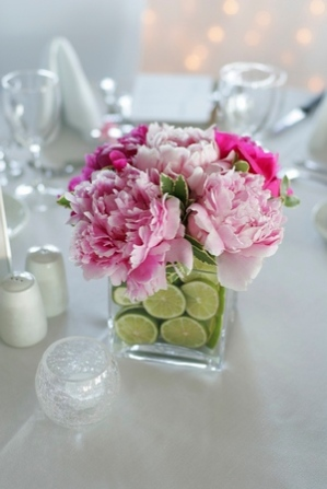 Centrepiece inspiration {via wishesevents.blogspot.com}