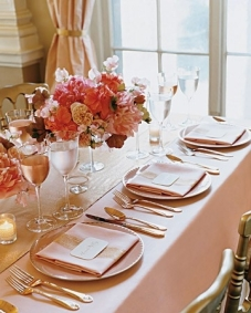 Coral and gold table setting {via indulgy.com}