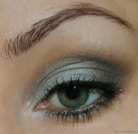 Eye makeup in greyed jade {via nihrida.com}