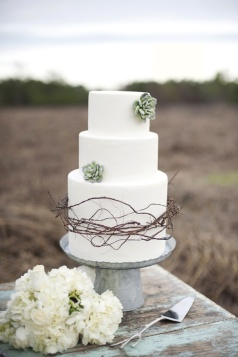 Wedding cake inspiration {via vintagetearoses.com}
