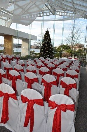 Christmas wedding ceremony {via tietheknotvictoria.blogspot.com}