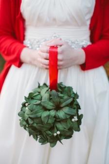 Christmas wedding {via thesweetestoccasion.com}