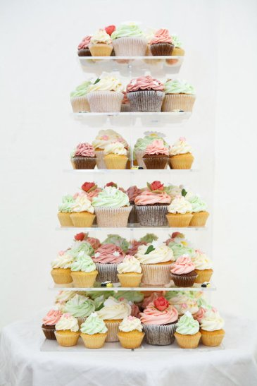 Cupcakes {via fiftieswedding.com}