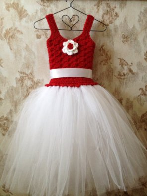 Flower girl dress, by Qt2t on etsy.com