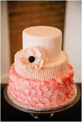 Peach wedding cake idea {via frenchweddingstyle.com}