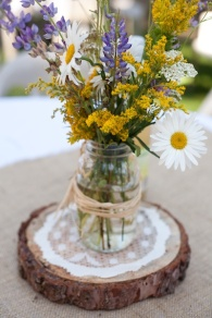 Rustic wedding flowers {via intimateweddings.com}