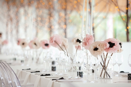Table setting idea {via blovedweddings.com}