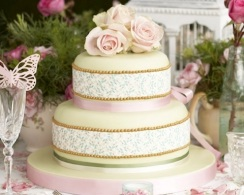 Wedding cake inspiration {via fiftieswedding.com}